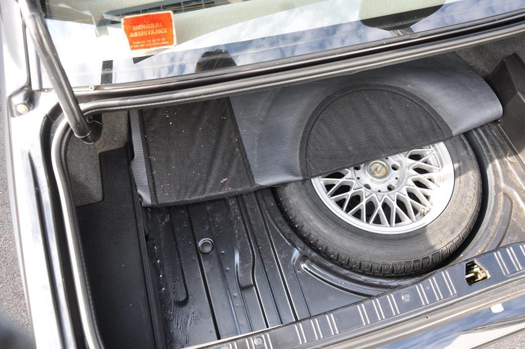 BMW M3 E30 Coupe Diamantschwarz Metallic - 32