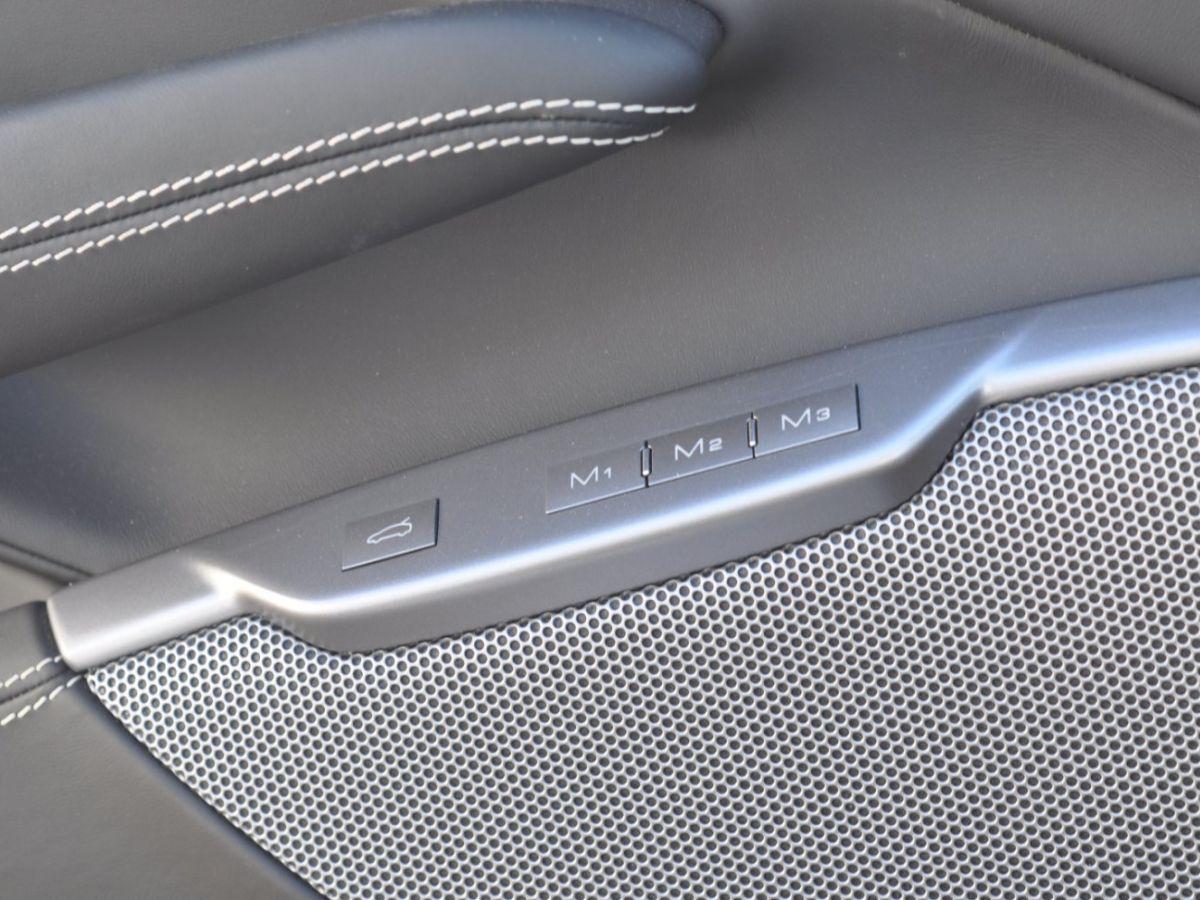 Ferrari Portofino 3.9 V8 T 600CH Gris Clair - 36