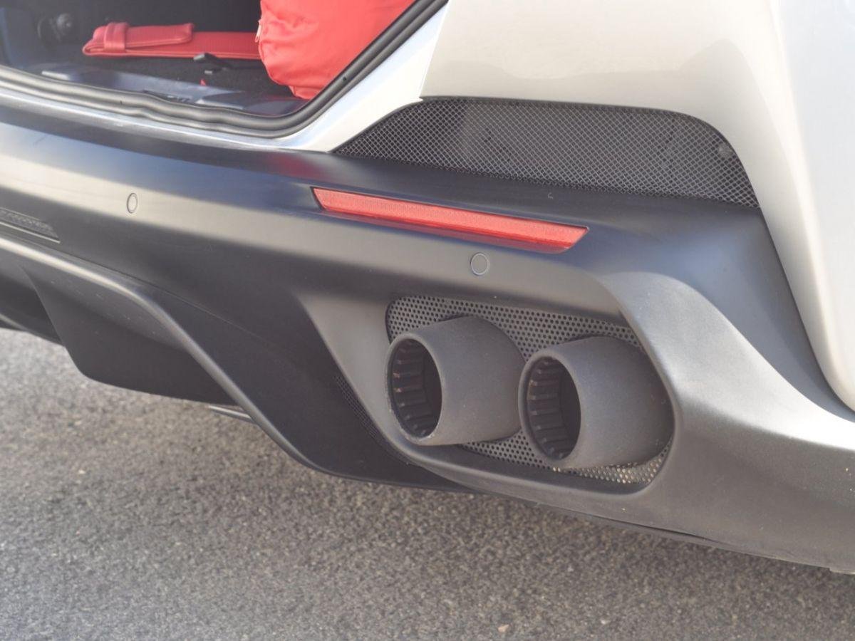 Ferrari Portofino 3.9 V8 T 600CH Gris Clair - 37