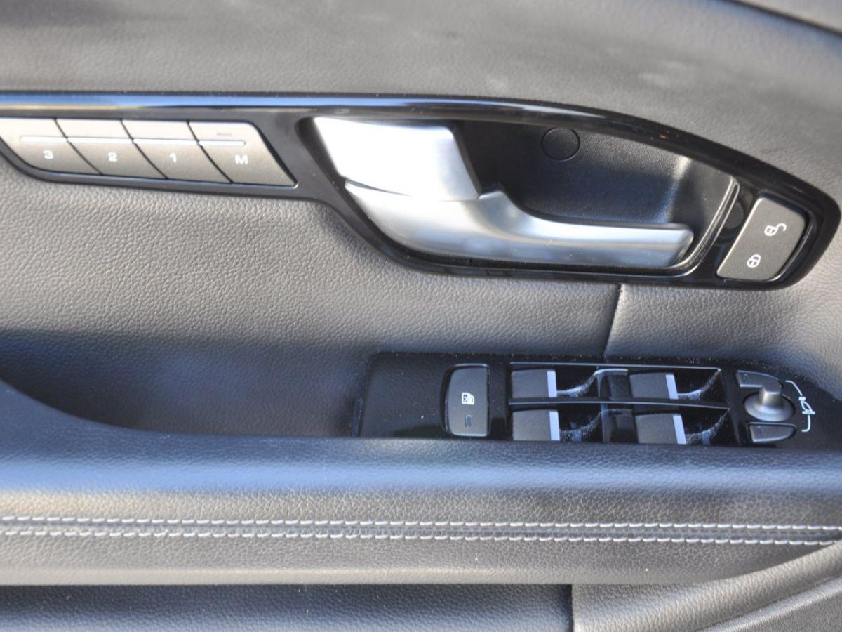 Land Rover Range Rover Evoque TD4 180 HSE Noir - 13