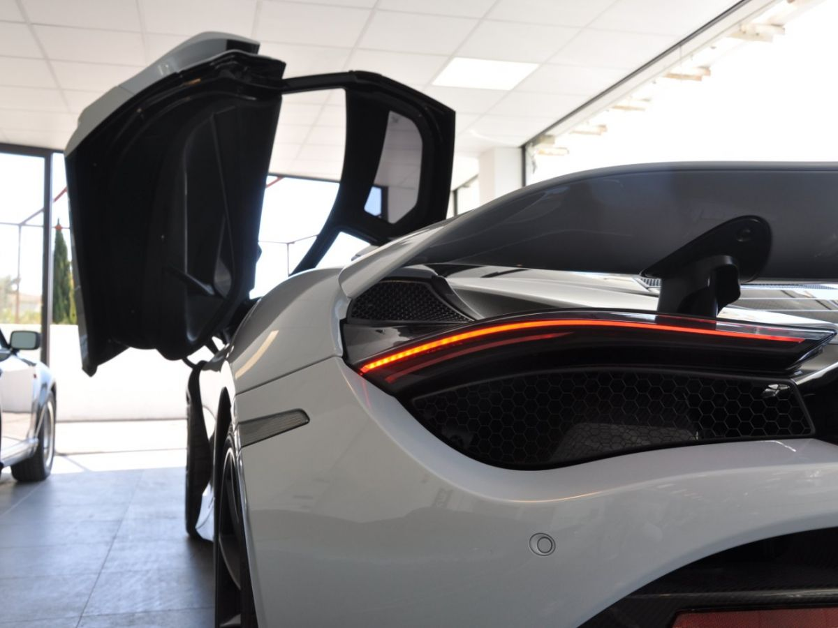 McLaren 720S 4.0 V8 Performance Gris Clair - 26