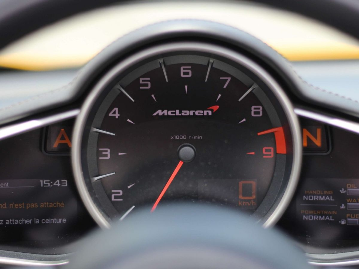 McLaren MP4-12C SPIDER 3.8 V8 TWIN-TURBO 625 Jaune - 31