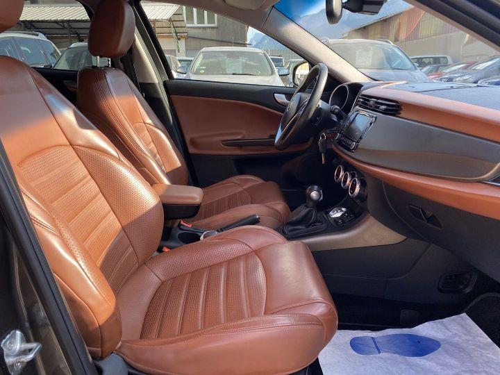 Alfa Romeo Giulietta 1.4 TB MULTIAIR 170CH EXCLUSIVE STOP&START TCT Gris F - 10