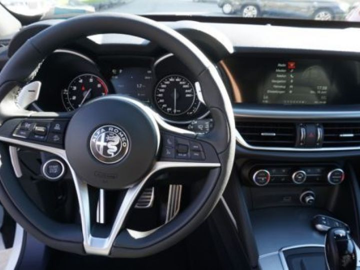 Alfa Romeo Stelvio 2.0T 200CH LUSSO Q4 AT8 BLANC - 5