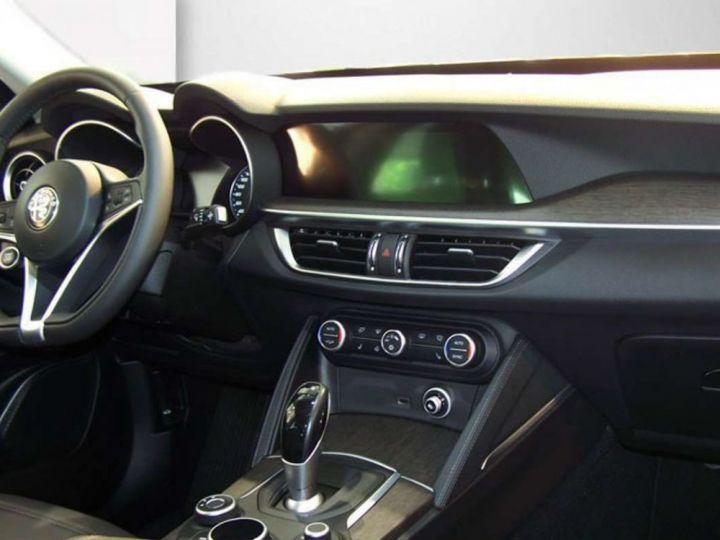 Alfa Romeo Stelvio 2.2 Diesel 209ch Super Q4 AT8 *Toit ouvrant pano - Cuir* Livraison et garantie 12 mois incluse Noir vulcano métalisé - 2