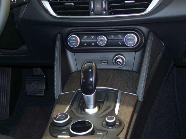 Alfa Romeo Stelvio 2.2 Diesel 209ch Super Q4 AT8 *Toit ouvrant pano - Cuir* Livraison et garantie 12 mois incluse Noir vulcano métalisé - 4