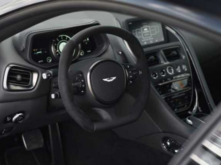 Aston Martin DB11 AMR V12 China Grey métal - 11