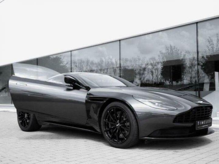 Aston Martin DB11 V12 AMR Quantum Silver - 3
