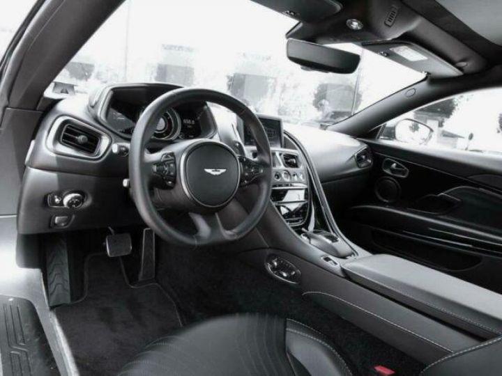 Aston Martin DB11 V12 AMR Quantum Silver - 12