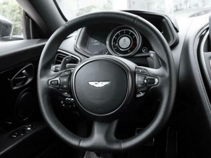 Aston Martin DB11 V12 AMR Quantum Silver - 13