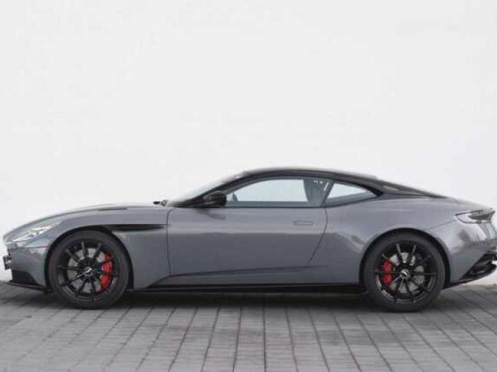 Aston Martin DB11 V12 AMR 639 CV#BODYPACK BLACK# China Grey métal - 9