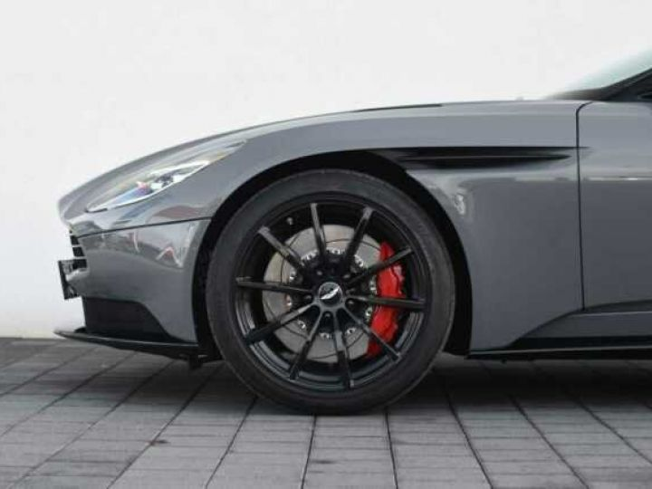 Aston Martin DB11 V12 AMR 639 CV#BODYPACK BLACK# China Grey métal - 11