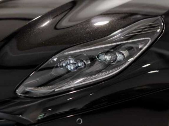 Aston Martin DB11 V12 AMR Bodypack Black Onyx Black métal - 14