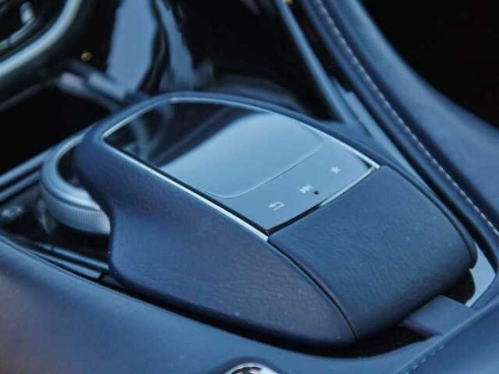Aston Martin DB11 V12 Coupé AML Special#Bodypack Black Ultramarine Black (AML Special - 12