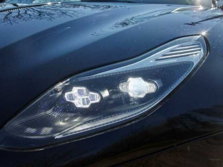 Aston Martin DB11 V12 Coupé AML Special#Bodypack Black Ultramarine Black (AML Special - 18
