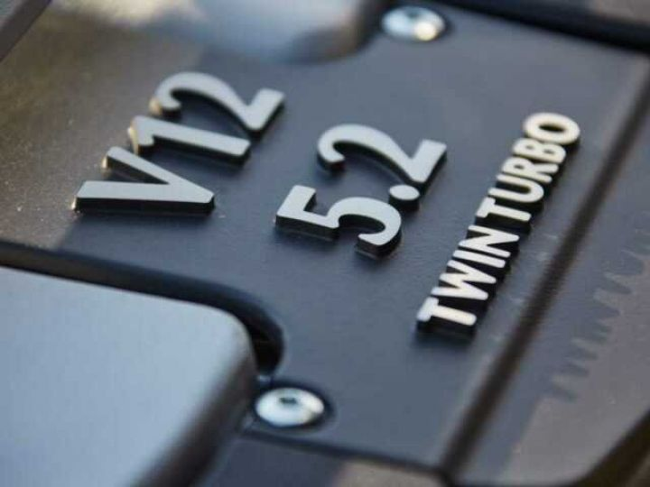 Aston Martin DB11 V12 TOUCHTRONIC III 8 rapports# Bodypack Black Ultramarine Black - 21