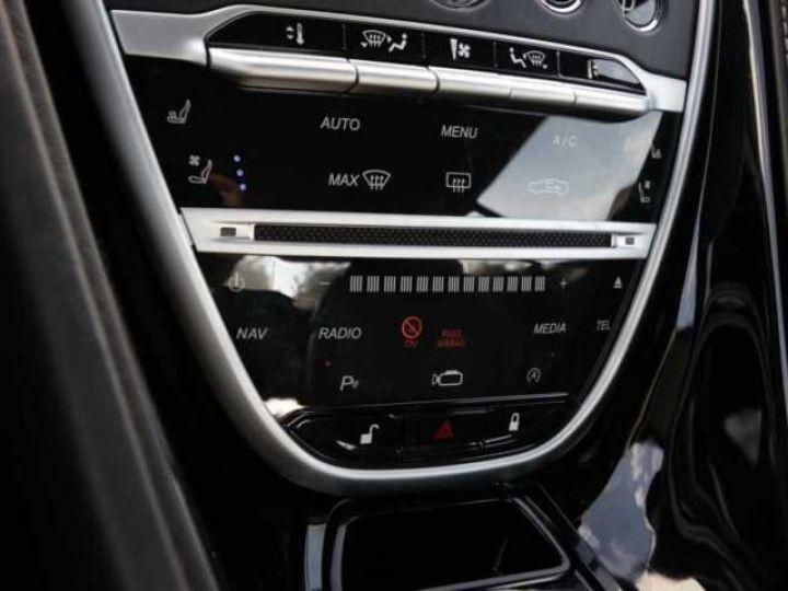 Aston Martin DB11 V8 Onyx Black - 17