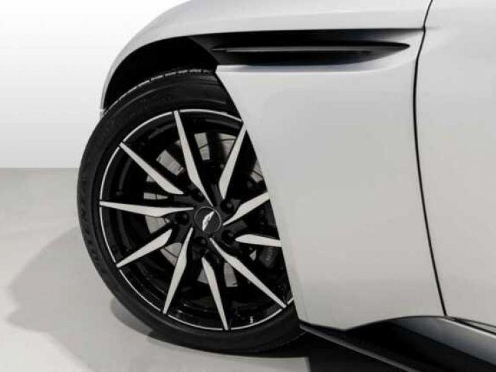 Aston Martin DB11 V8 # BODYPACK BLACK # Lightning Silver métal - 4