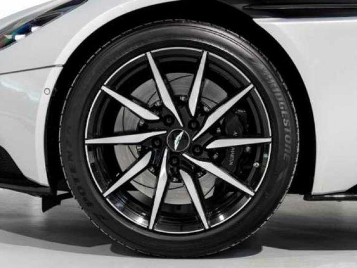 Aston Martin DB11 V8 # BODYPACK BLACK # Lightning Silver métal - 5