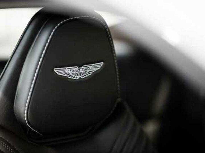 Aston Martin DB11 V8 # BODYPACK BLACK # Lightning Silver métal - 8