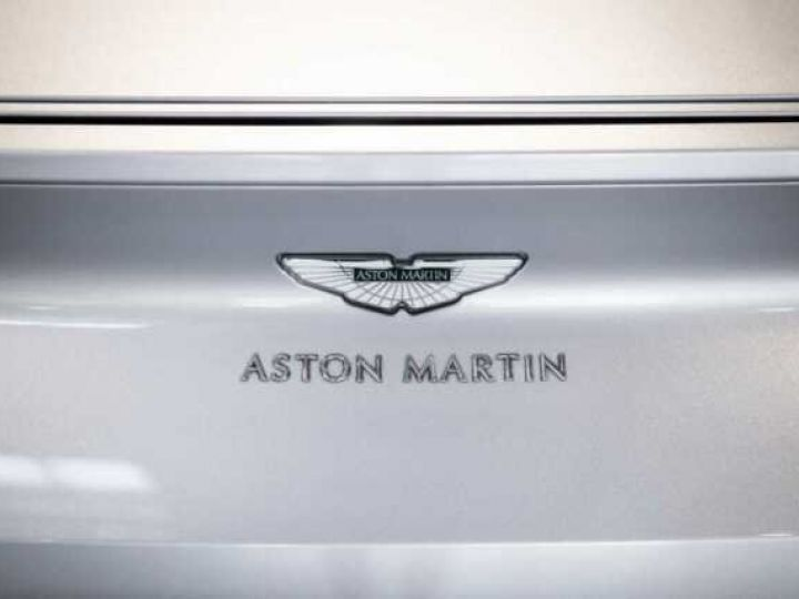 Aston Martin DB11 V8 # BODYPACK BLACK # Lightning Silver métal - 9