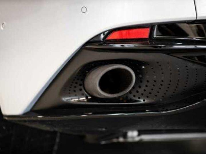 Aston Martin DB11 V8 # BODYPACK BLACK # Lightning Silver métal - 10
