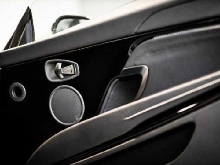 Aston Martin DB11 V8 # BODYPACK BLACK # Lightning Silver métal - 12