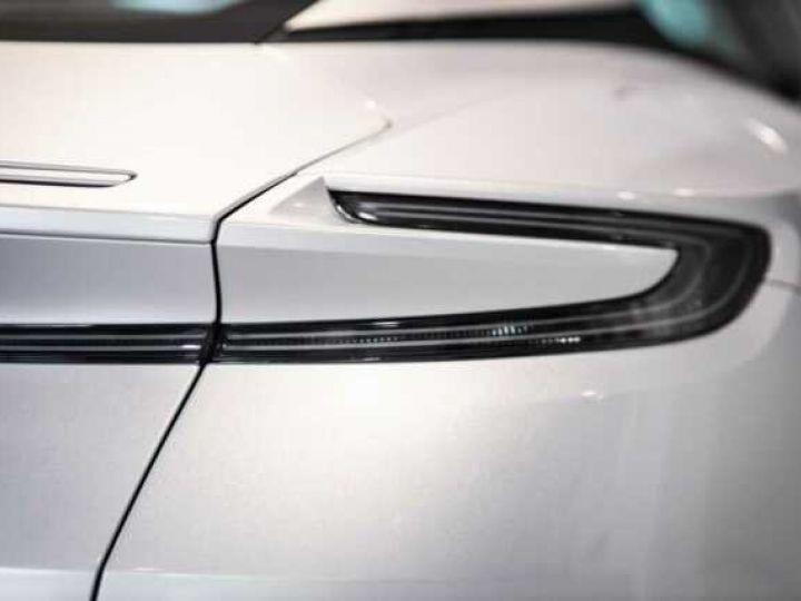 Aston Martin DB11 V8 # BODYPACK BLACK # Lightning Silver métal - 16