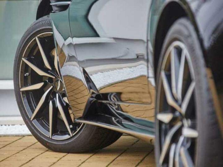 Aston Martin DB11 V8 # BODYPACK BLACK Onyx Black - 3
