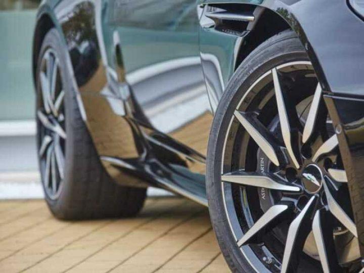 Aston Martin DB11 V8 # BODYPACK BLACK Onyx Black - 4