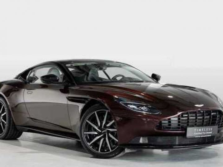 Aston Martin DB11 V8 BODYPACK BLACK Divine Red métal - 1