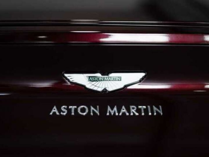 Aston Martin DB11 V8 BODYPACK BLACK Divine Red métal - 17