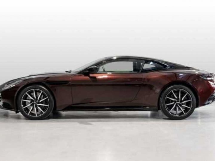Aston Martin DB11 V8 Bodypack Black Divine Red - 3