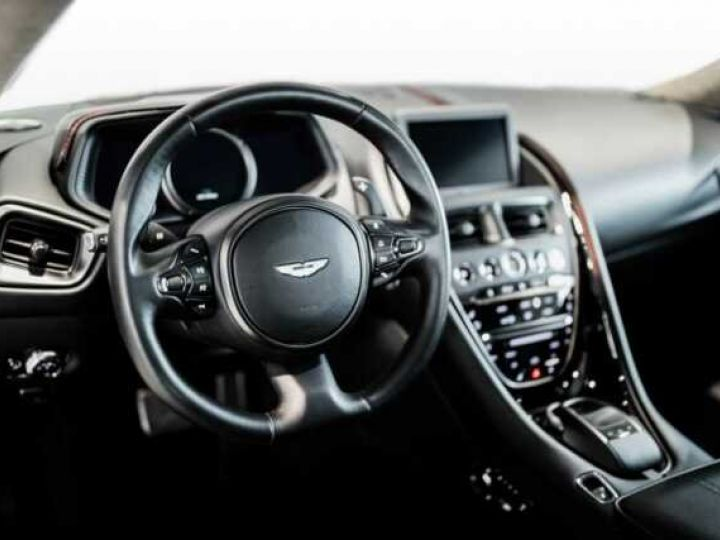 Aston Martin DB11 V8 Bodypack Black Divine Red - 4