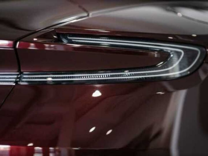 Aston Martin DB11 V8 Bodypack Black Divine Red - 10
