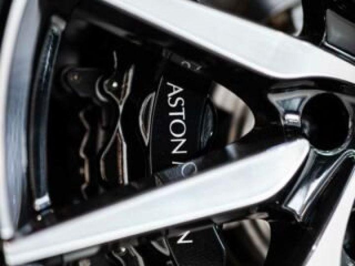 Aston Martin DB11 V8 Bodypack Black Divine Red - 9