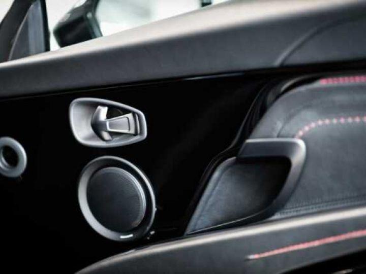 Aston Martin DB11 V8 Bodypack Black Divine Red - 11
