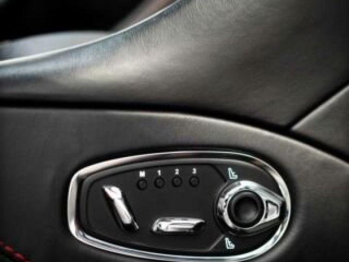Aston Martin DB11 V8 Bodypack Black Divine Red - 12