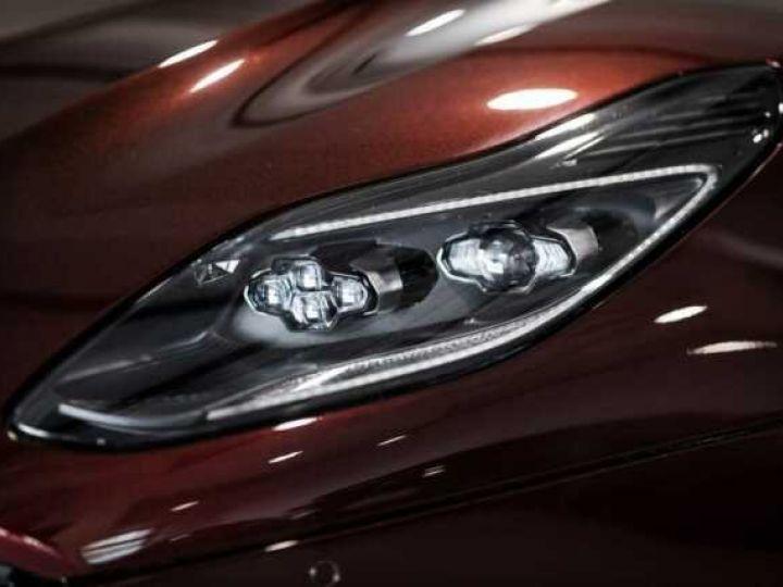 Aston Martin DB11 V8 Bodypack Black Divine Red - 14