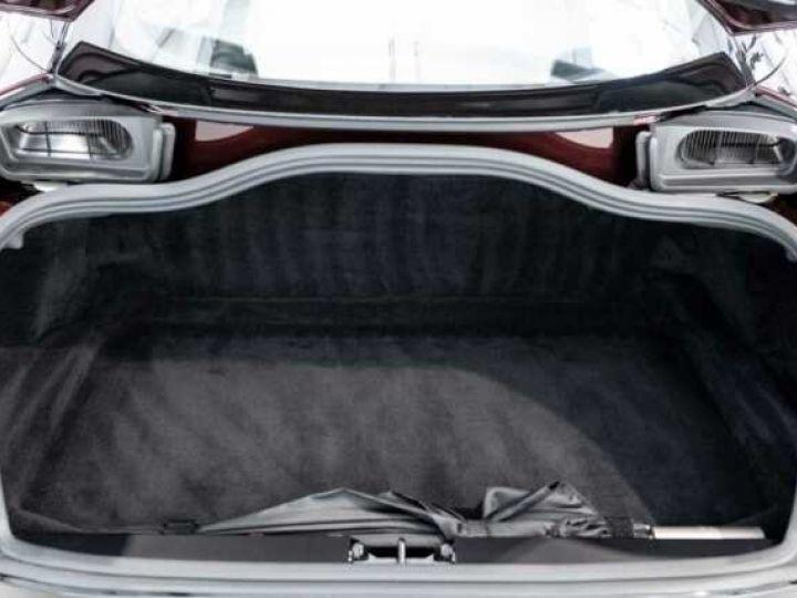Aston Martin DB11 V8 Bodypack Black Divine Red - 18