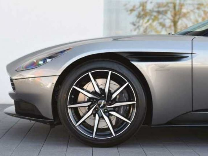 Aston Martin DB11 V8#PACK BLACK PLUS Tungsten Silver métal - 3