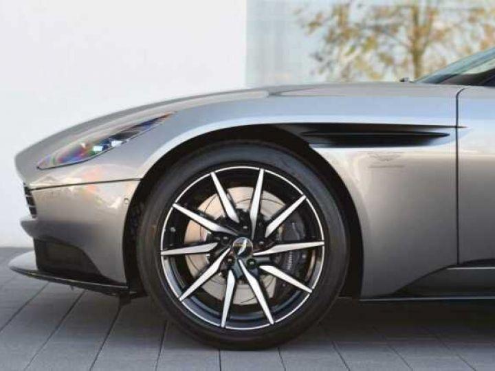 Aston Martin DB11 V8 #PACK BLACK PLUS#PACK TECHNOLOGY# Tungsten Silver métal - 5