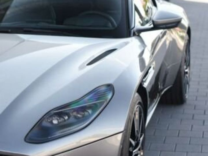 Aston Martin DB11 V8 #PACK BLACK PLUS#PACK TECHNOLOGY# Tungsten Silver métal - 6