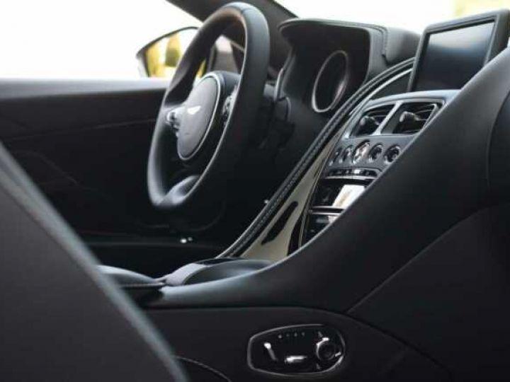 Aston Martin DB11 V8 #PACK BLACK PLUS#PACK TECHNOLOGY# Tungsten Silver métal - 9