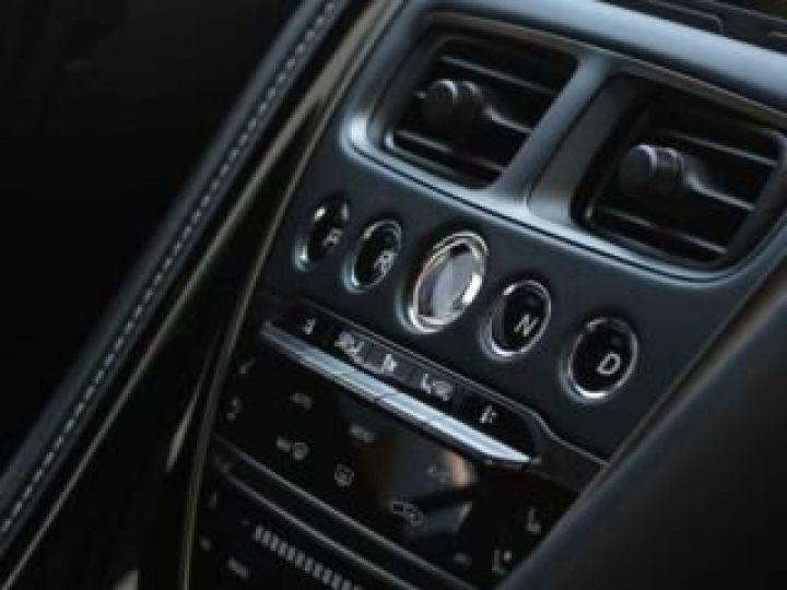 Aston Martin DB11 V8 #PACK BLACK PLUS#PACK TECHNOLOGY# Tungsten Silver métal - 10