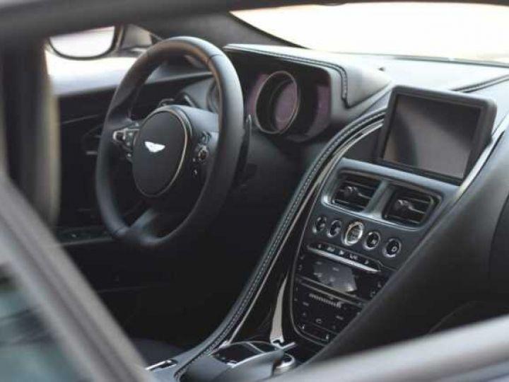 Aston Martin DB11 V8 #PACK BLACK PLUS#PACK TECHNOLOGY# Tungsten Silver métal - 11