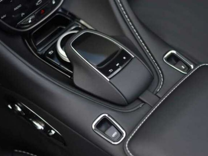 Aston Martin DB11 V8 VOLANTE Onyx Black - 17