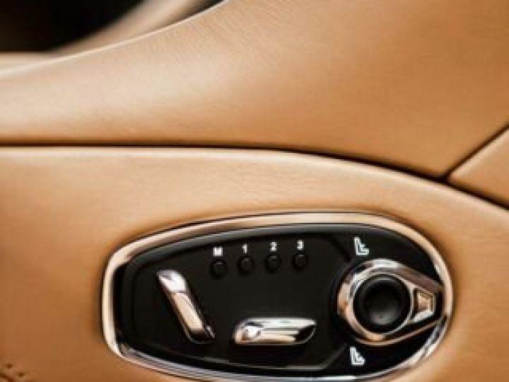 Aston Martin DB11 V8 Volante Ultramarine Black (AML Special - 11