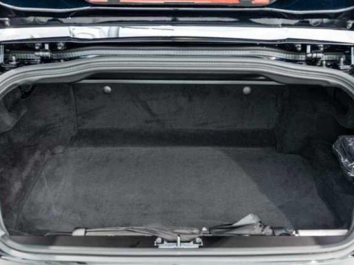 Aston Martin DB11 V8 Volante Ultramarine Black (AML Special - 17