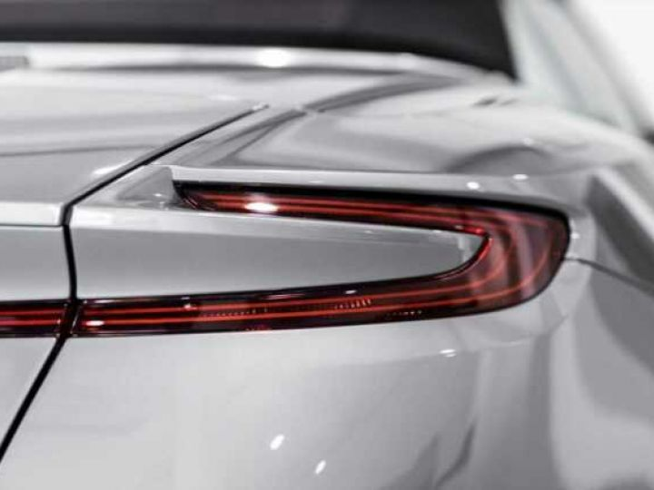 Aston Martin DB11 V8 Volante Hammerhead Silver métal - 8